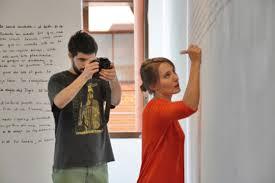 Performance 'Life Wall. Day one', de Barbara Thibout, alumna del Máster de Investigación en Artes Plásticas y Visuales